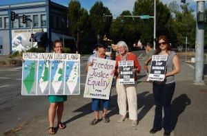 Palestine solidarity at July 11, 2014 peace rally in Olympia, WA USA. Photo: Asad Bushnaq.